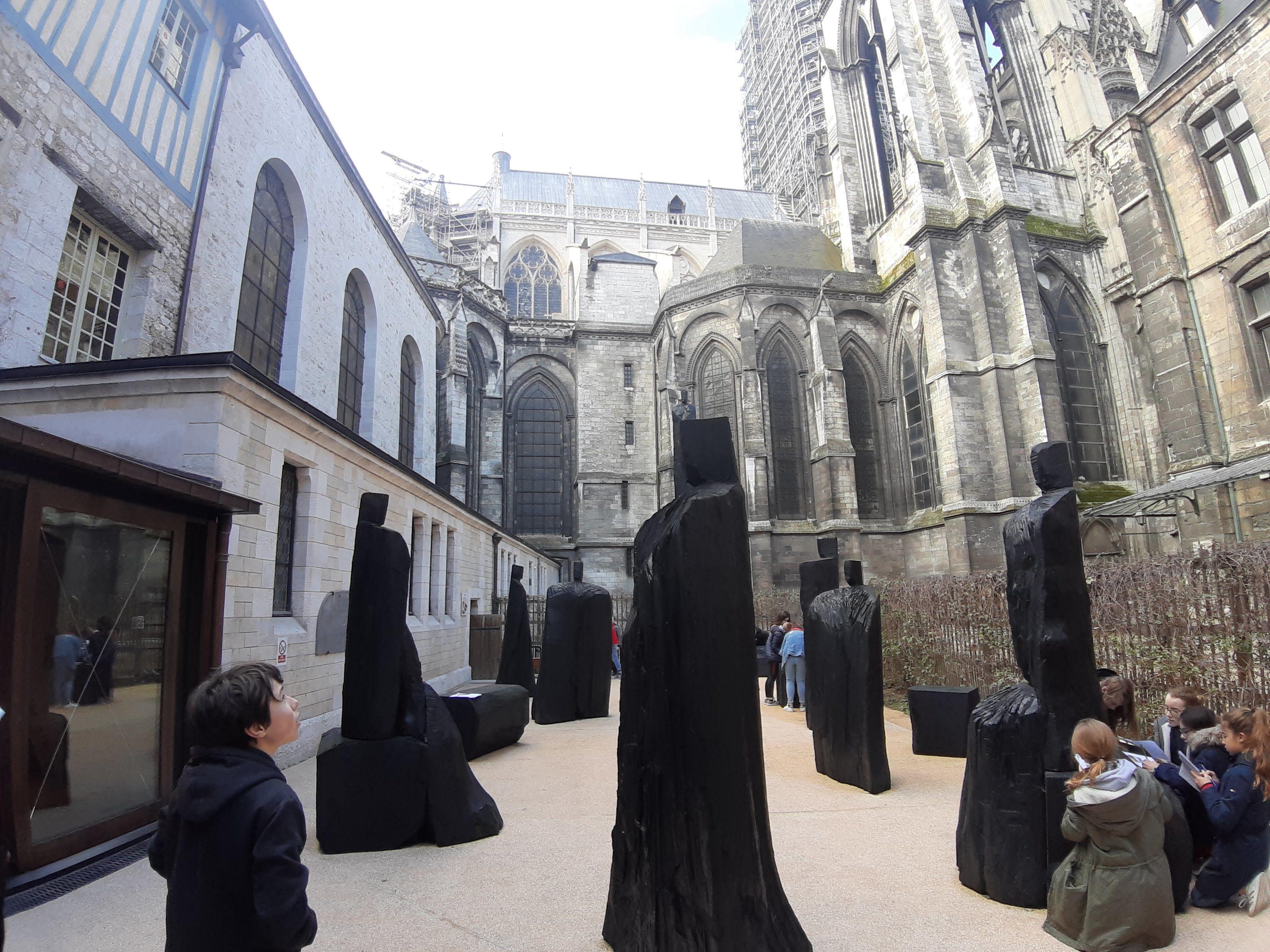 Visite très enrichissante: ici la place du Procès de Jeanne d'Arc